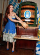 Holly Madison feiert auf dem Oktoberfest in Las Vegas