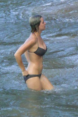 Beach-Babe: Katy Perry planscht im knappen Bikini!