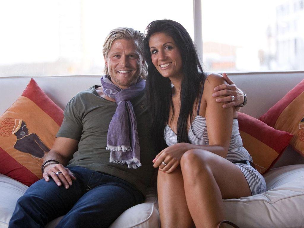 Anja und Paul auf dem Sofa