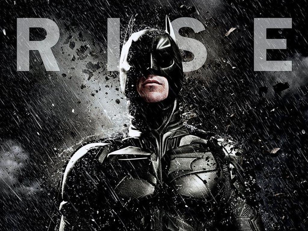 Batman steht im Regen