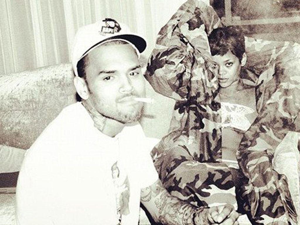 Chris Brown und Rihanna zusammen auf einem schwarz-weiß Bild