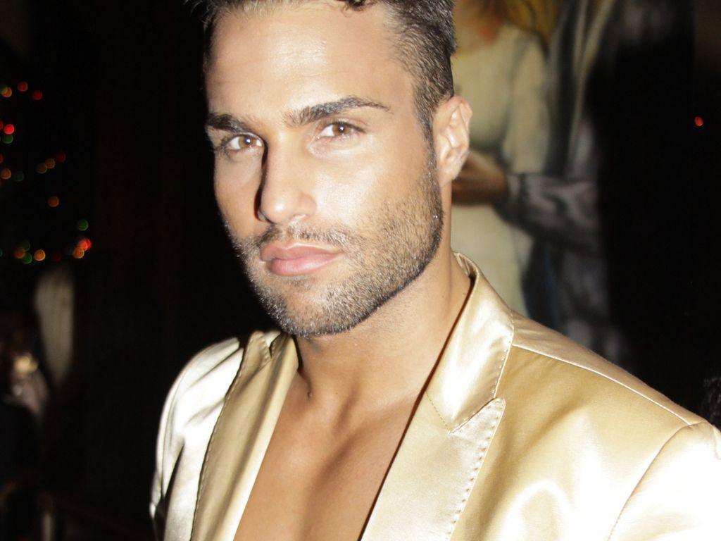 David in goldener Jacke