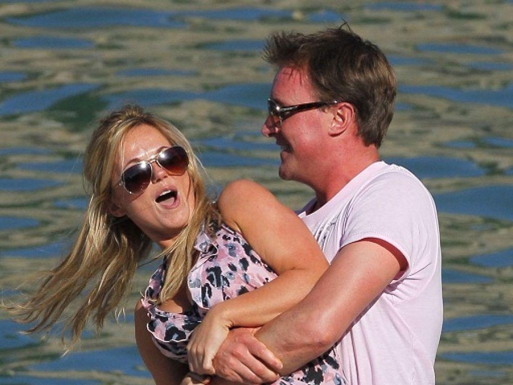 Geri Halliwell kämpft mit Henry Beckwith am Wasser