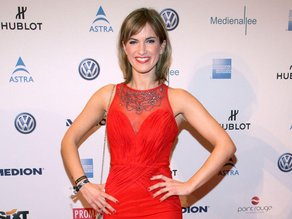 Isabell Horn im roten Dress