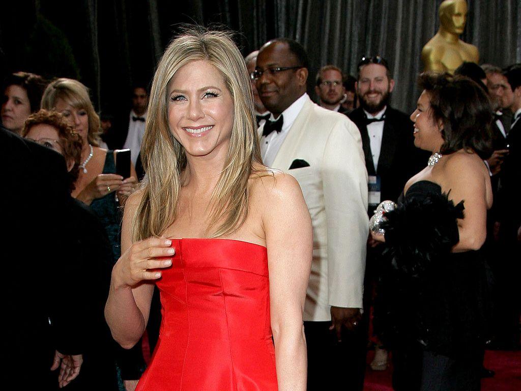Jennifer Aniston im roten Kleid bei der Oscarverleihung