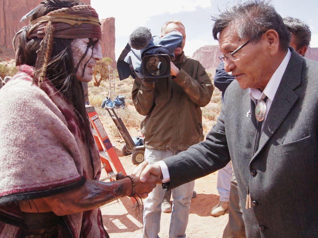Johnny Depp versucht sich als Indianer