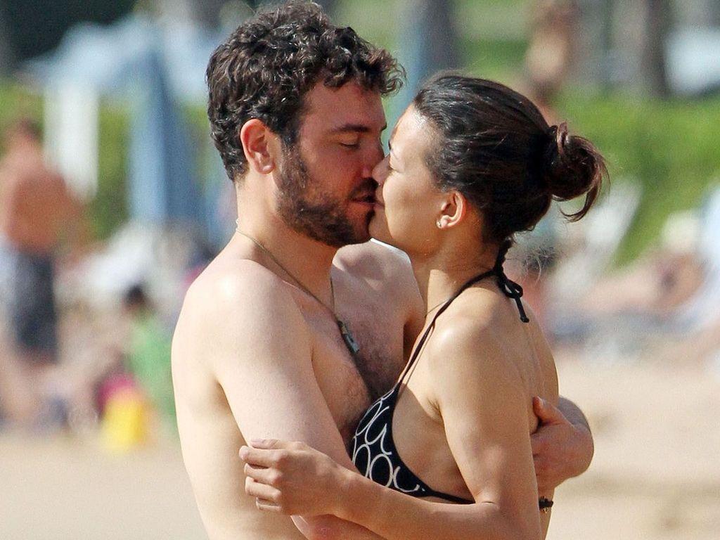 Josh Radnor knutsch seine Freundin