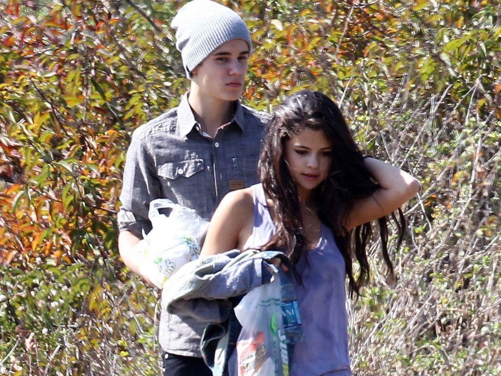 Justin Bieber und Selena Gomez im Park