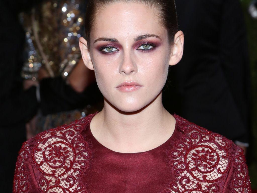 Kristen Stewart schaut sehr ernst