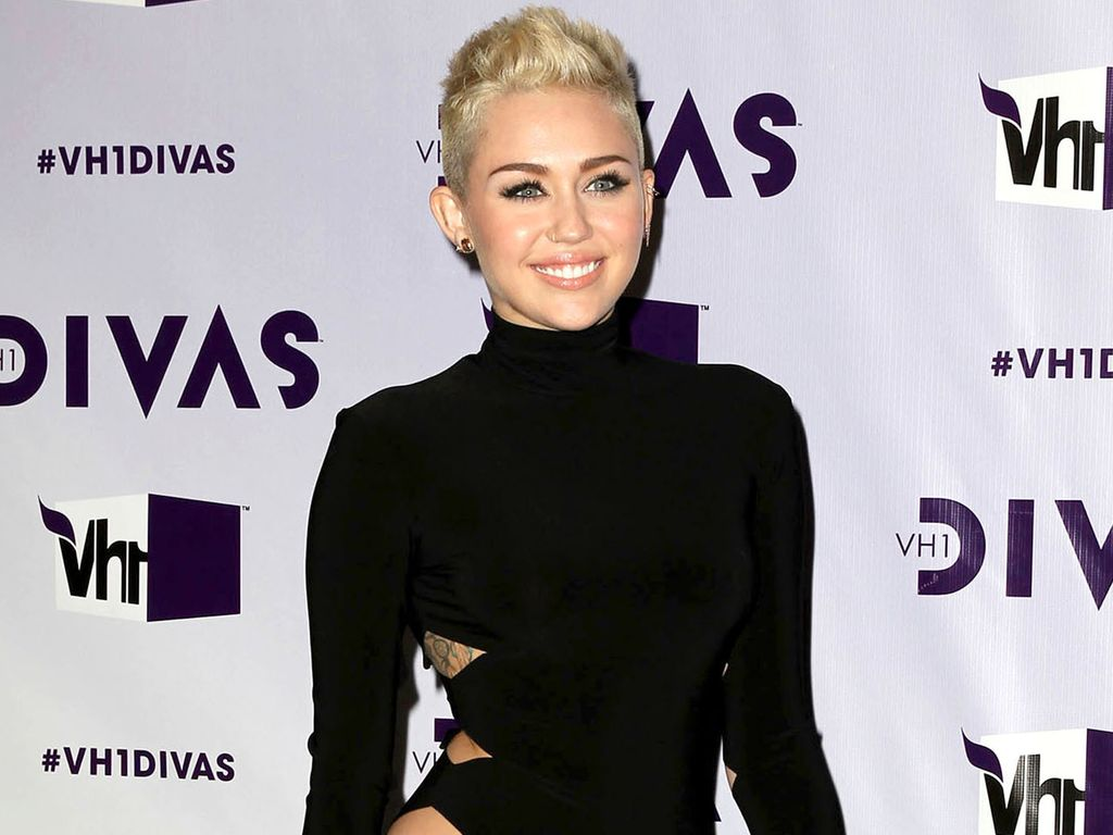 Miley Cyrus im Cut-Out Dress