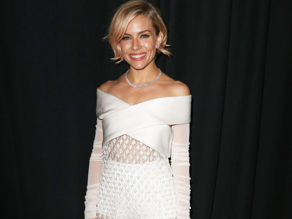 sienna miller macht oma h schen red carpet reif. Black Bedroom Furniture Sets. Home Design Ideas