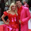 Jana Julie Kilka und Thore Schölermann im Partner-Outfit auf dem roten Teppich