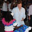 Bei einem Besuch im Auftrag der Queen in Belize ließ er nichts aus und feierte ordentlich