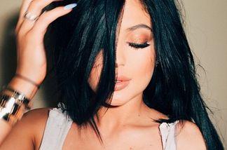 Kylie Jenner soll auch operierte Brüste haben