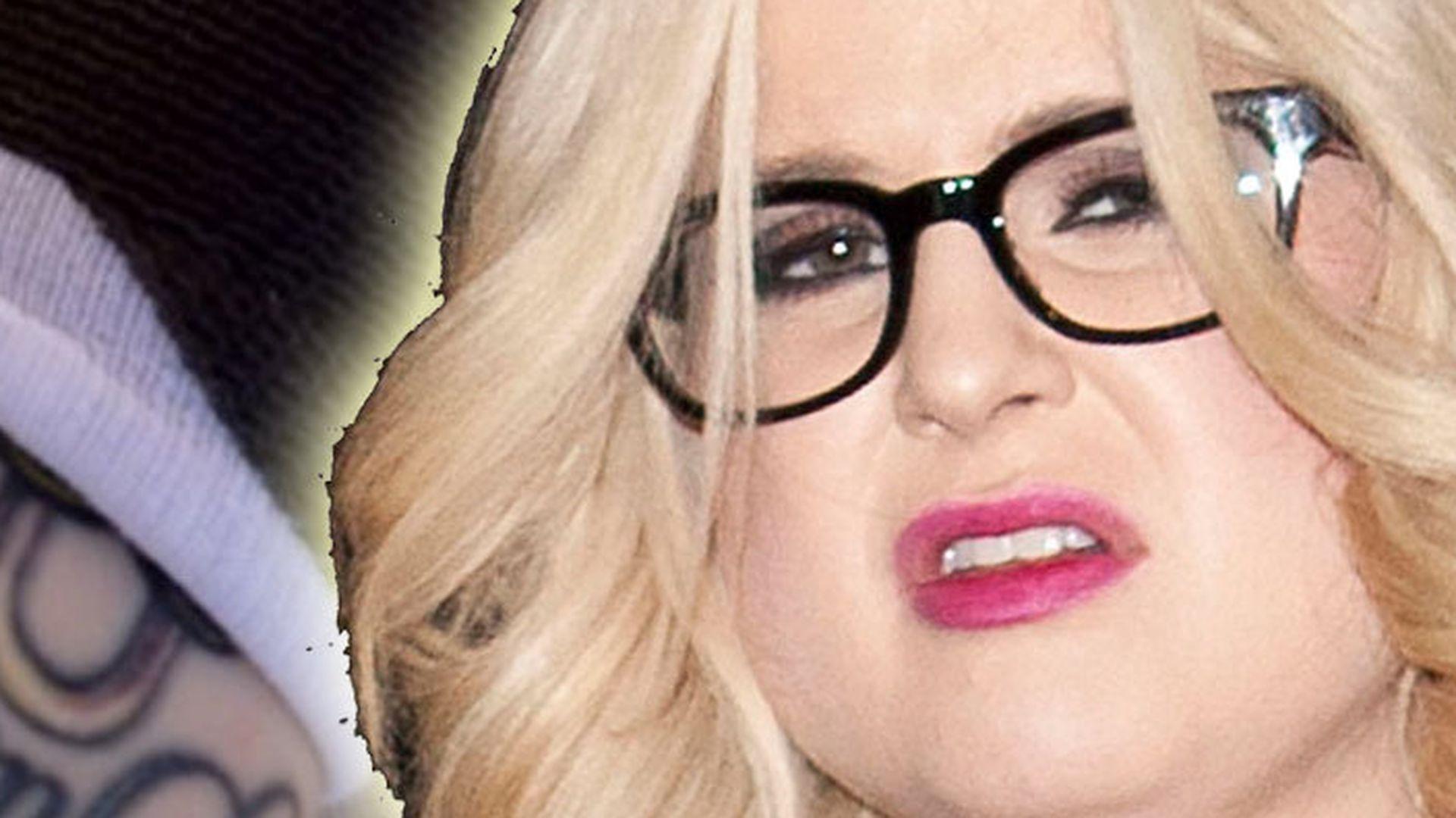 Kelly Osbourne zeigt Arsch
