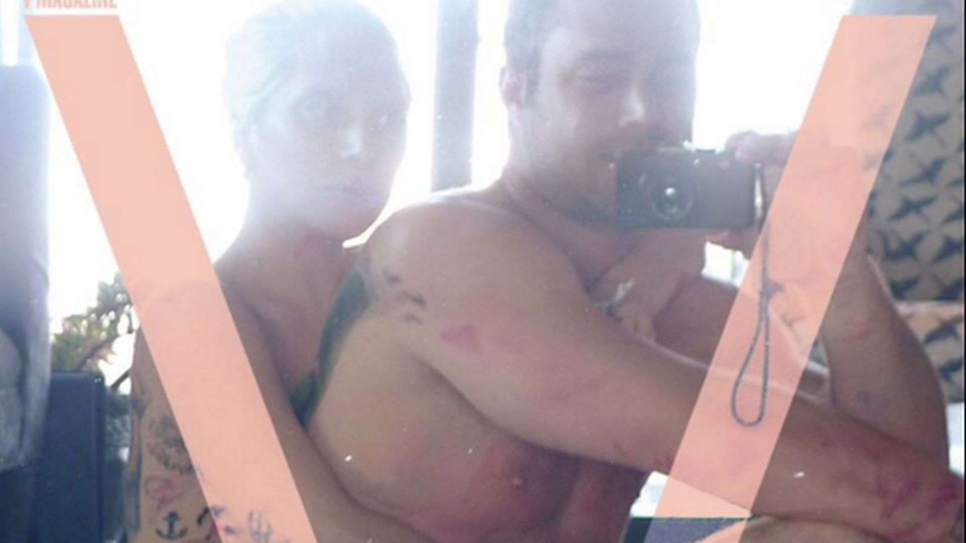 After-Sex-Selfie: Lady GaGa & Taylor umschlingen sich nackt ...: promiflash.de/kommentare/after-sex-selfie-lady-gaga-und-taylor...