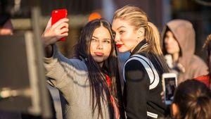Adriana Lima und Gigi Hadid machen ein Selfie
