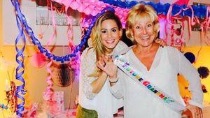 Angelina Heger und ihre Mama grinsen breit