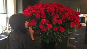 Blac Chyna schnuppert an Rosen