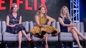 """Fuller House"" Cast auf Sofa bei Netflix Tour in Pasadena"