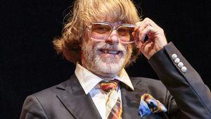 Helge Schneider mit großer Brille