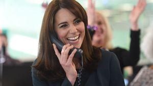 Herzogin Kate mit einem Telefon