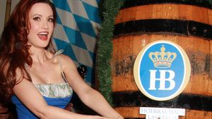 Holly Madison im Dinrdl