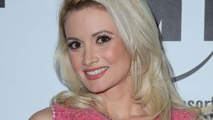 Holly Madison im pinken Kleid
