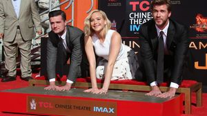 Hunger Games star verewigen sich TCL Chinese Theater
