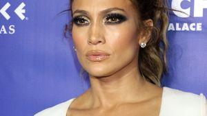 Jennifer Lopez guckt verrucht
