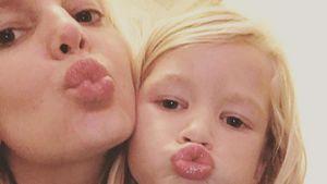 Jessica Simpson und Tochter Maxwell machen einen Kussmund
