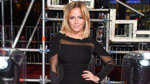 Kim Gloss im schwarzen Minikleid