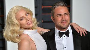 Lady GaGa und Taylor Kinney posieren auf dem Red Carpet