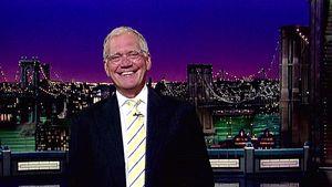 Letterman grinst breit