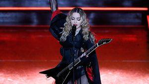 Madonna steht auf der Bühne