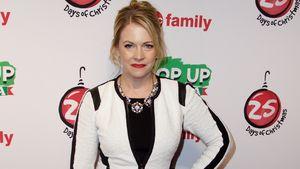 Melissa Joan Hart im schwarz-weißen Outfit