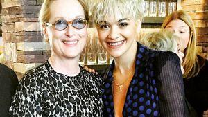 Meryl Streep lacht herzlich neben Rita Ora