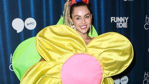 Miley Cyrus als Blume verkleidet