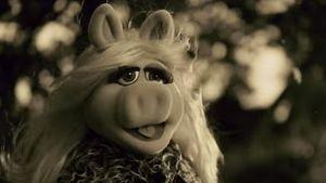 Miss Piggy als Adele