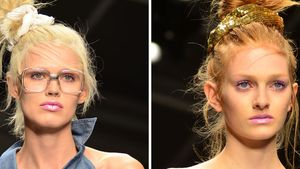 Models mit Stoff-Haargummis