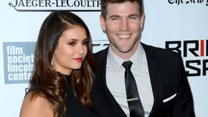 Nina Dobrev und Austin Stowell am Red Carpet