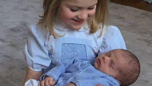 Prinzessin Estelle hält Prinz Oscar