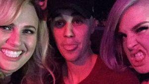Rebel Wilson macht ein Selfie mit Jusitn Bieber und Kelly Osbourne