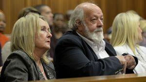 Reeva Steenkamps Eltern währen des Pistorius-Prozesses