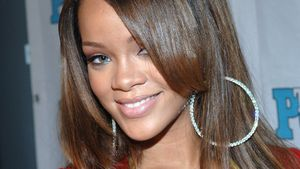 Rihanna mit glatten Haaren