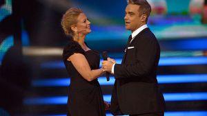 Robbie Williams ist mit Barbara Schöneberger ganz innig