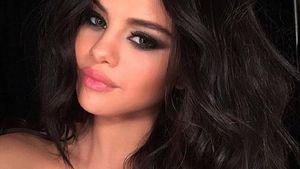 Selena Gomez macht ein Selfie