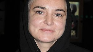 Sinead O'Connor mit Jesus-Hoodie