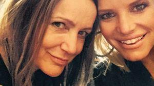 Tina Simpson und Jessica Simpson machen ein Selfie