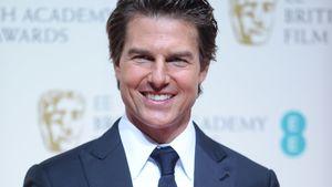 Tom Cruise im blauen Anzug